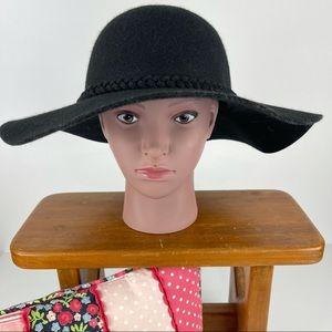 Sportsgirl 100% Wool Black Hat - Never Worn